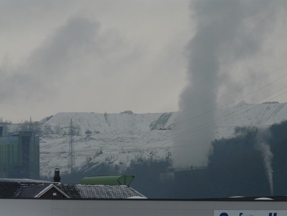 Winterlandschaft mit Industriequalm