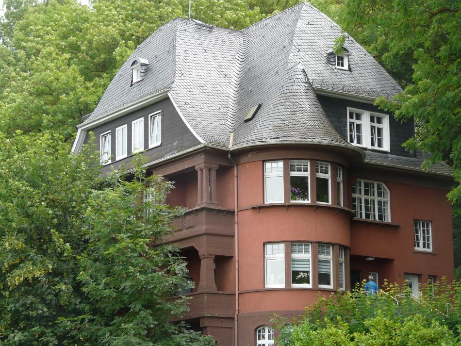 Wetzlar, rotes Haus, verwinkeltes Haus mit Turm, ochsenblut
