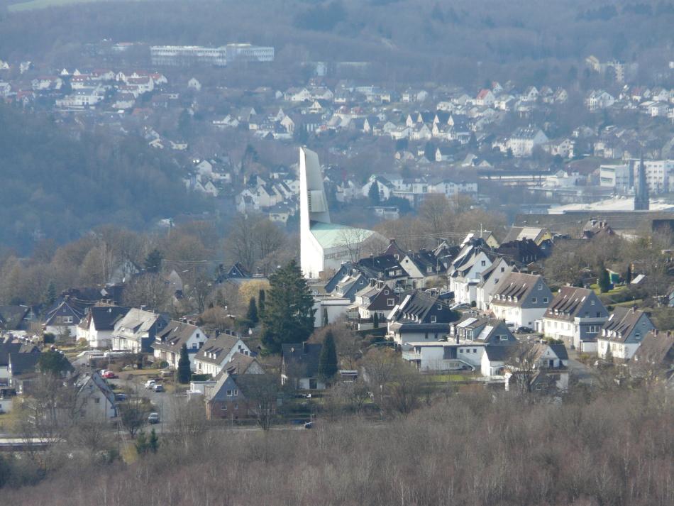 Kirche Dautenbach aus der Perspektive vom Rabenhain
